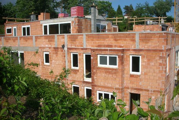 Bild 7-08: Wohnhausanlage – Ziegelrohbauten mit Normalmauermörtel