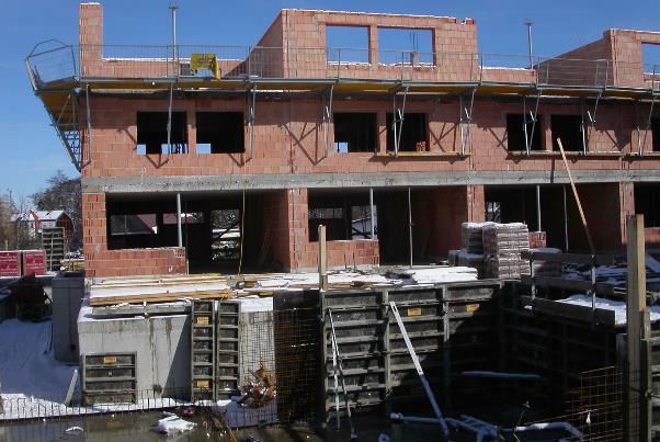 Bild 7-09: Wohnhausanlage – Ziegelrohbauten mit Normalmauermörtel