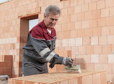 Bild 7-32: Verarbeitung Mauerwerk mit Mauerkleber