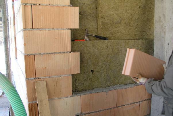 Bild 7-43: zweischaliges Mauerwerk mit Kerndämmung (P-Ziegel)