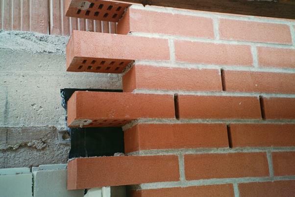 Bild 7-44: zweischaliges Sichtmauerwerk mit hinterlüfteter Vorsatzschale (U-Ziegel)