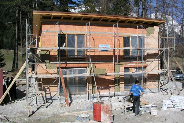 Bild 7-12: Ziegelrohbau mit Zweischalenmauerwerk und Kerndämmung